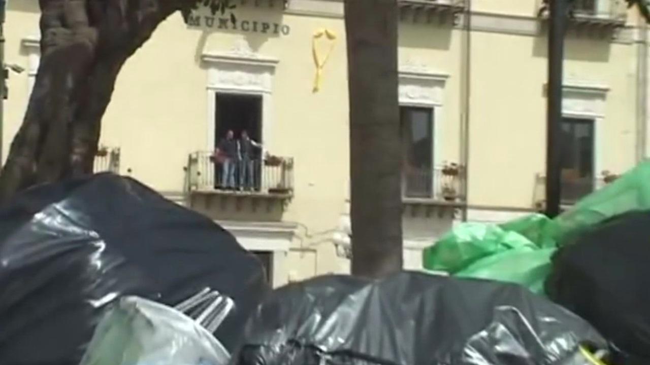 rifiuti, sicilia - roma promette shock